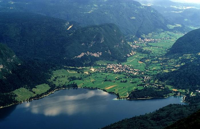 lac de BohinjSlovénie vue aérienne